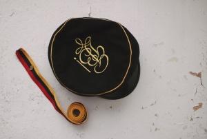 Spalvūno kepurėlė ir juostelė
